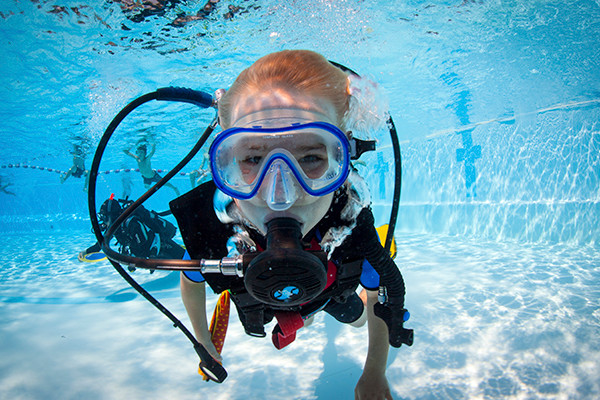 Enjoy diving at Discover Scuba Diving course