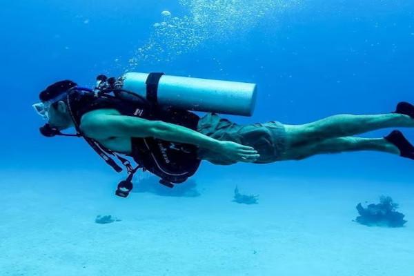 Diving with no espcial suit